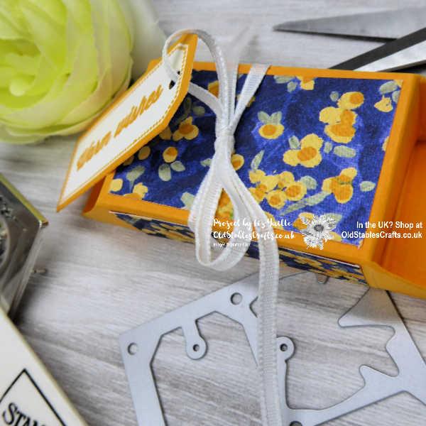 Handmade gift wrapper Garden Impressions
